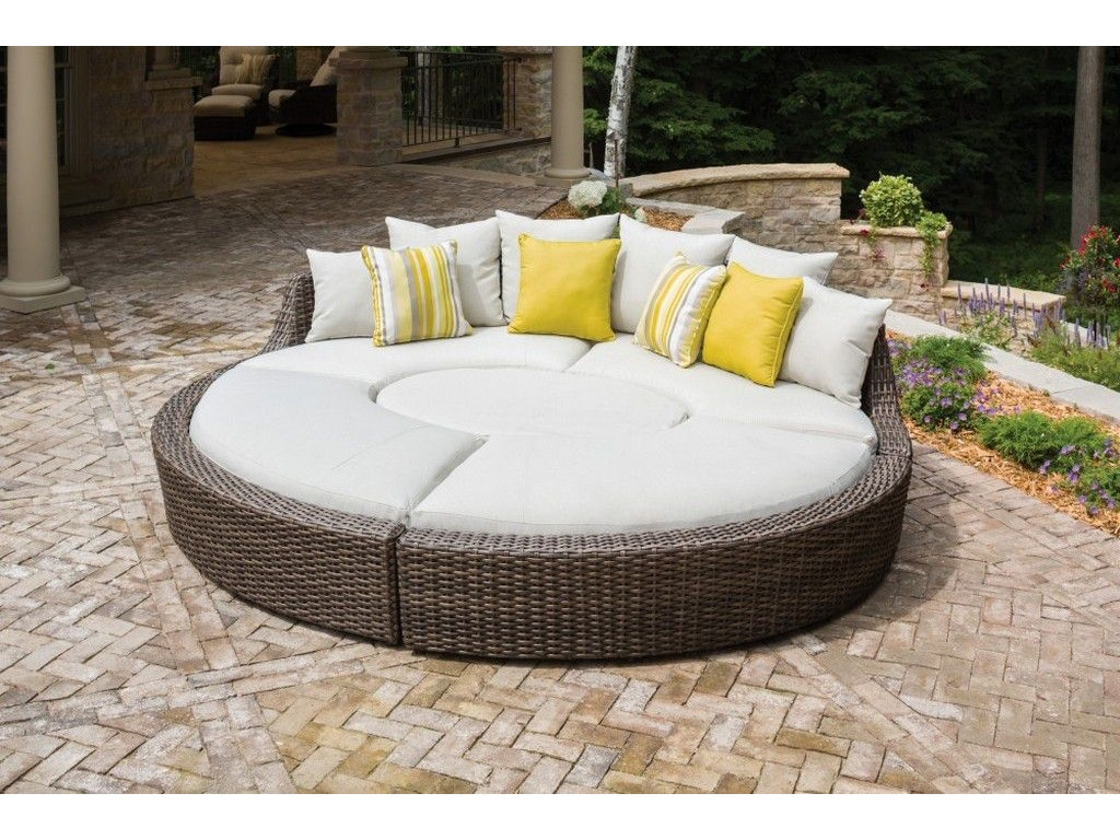 Lloyd flanders outdoor patio the largo right curved bench 241038 at matter brothers furniture