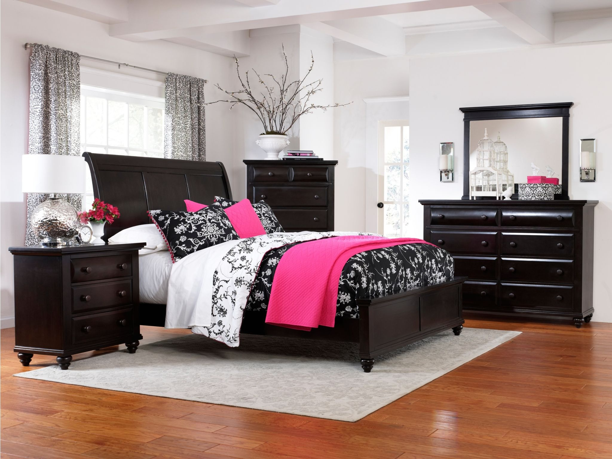 Broyhill Bedroom Farnsworth Sleigh Headboard King