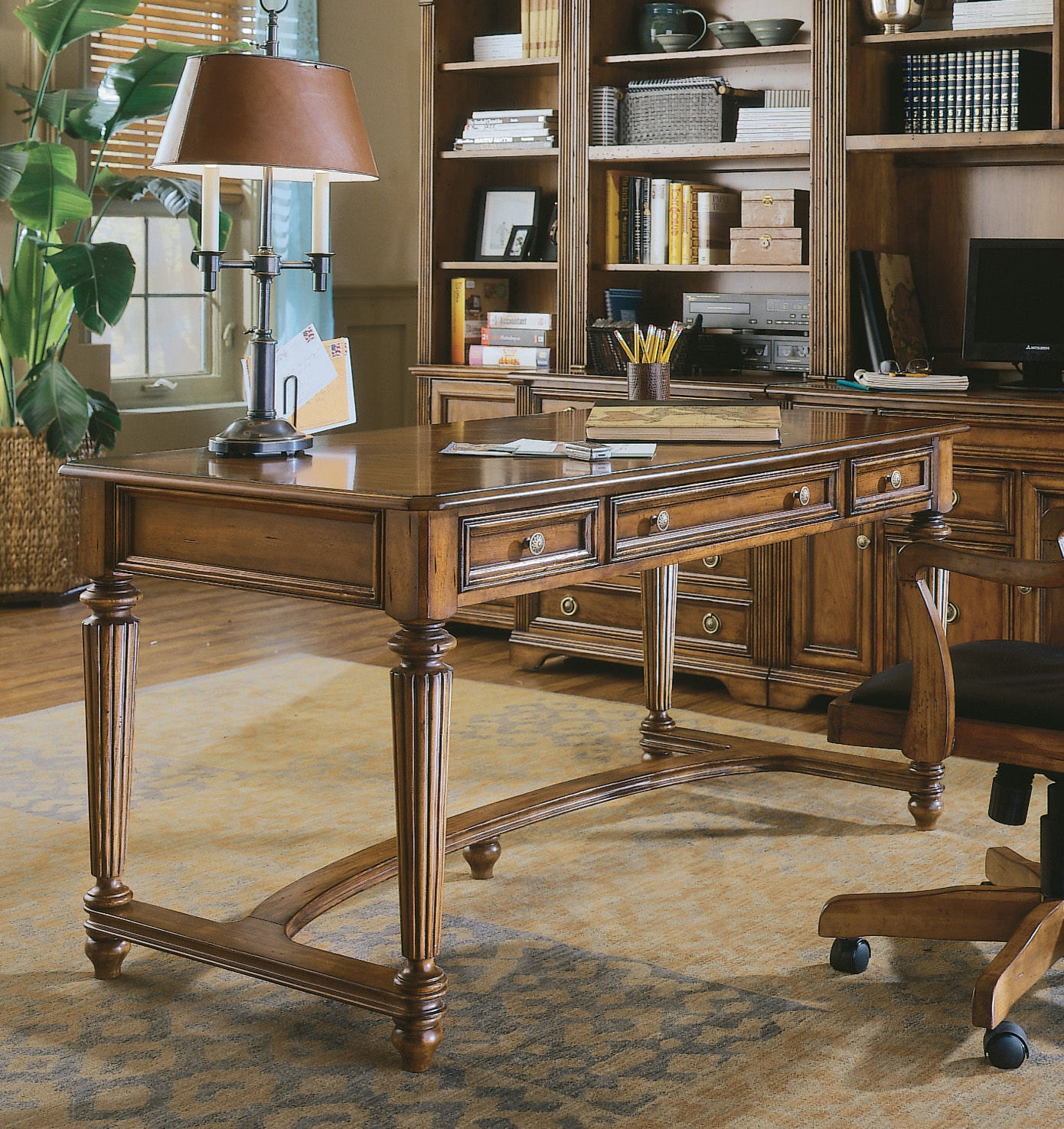 Hooker Furniture Brookhaven Leg Desk 281-10-458