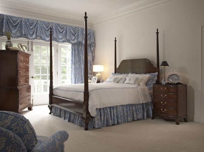 Fine Furniture Design Richmond Bedside Table 1020 106