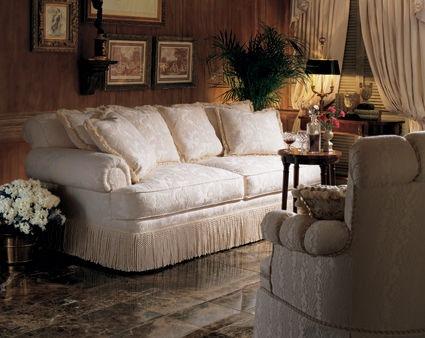 Henredon Fireside Short Sofa H9300 B