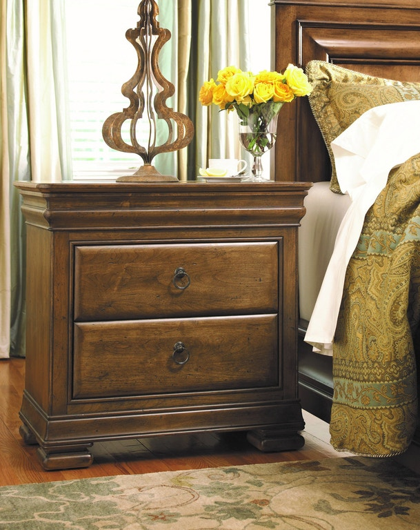 Universal Furniture Bedroom Nightstand 071355 Louis