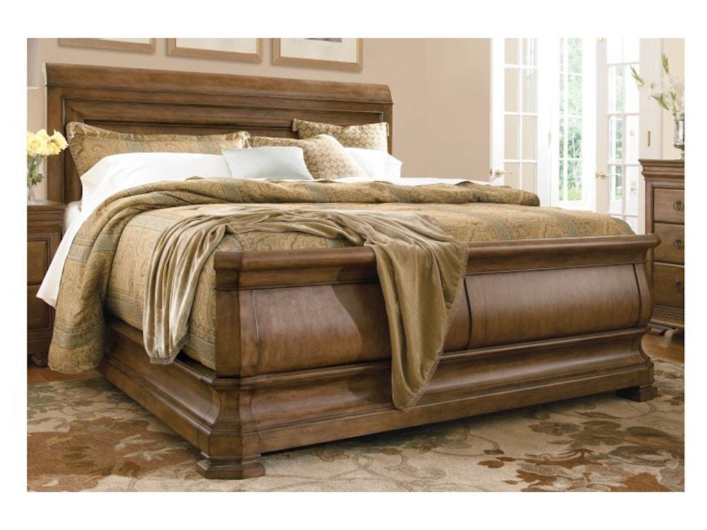 Universal Furniture Bedroom Louie P 39 S Sleigh Bed 5 0 07175b Schmitt Furniture Company New