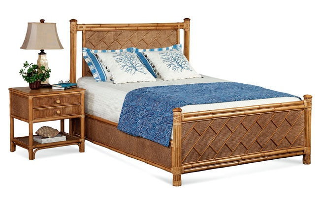 Summer Retreat Chippendale Queen Bed 818-221