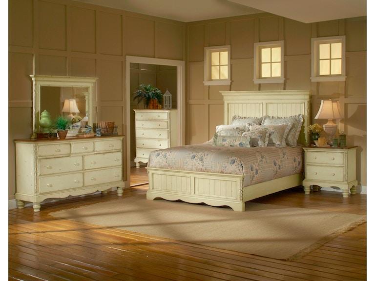 Hillsdale Furniture Bedroom Wilshire Panel Bed Queen Rails Nightstand Dresser Mirror And