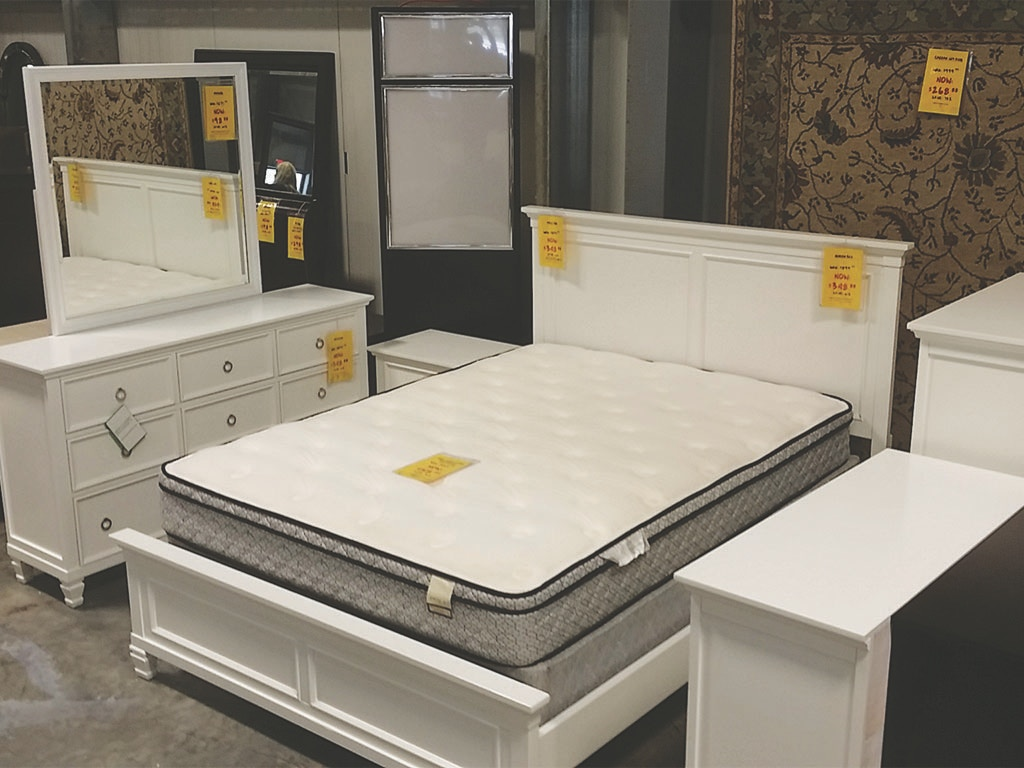 AFD Clearance Center Tamarack White Queen Bed BDPKNC044B