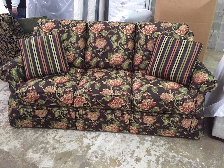 Living room masterfield floral sofa 700 rider furniture for Masterfield furniture