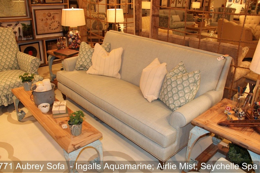 Southern furniture living room aubrey sofa 23771 hickory furniture mart hickory nc for Southern living room furniture