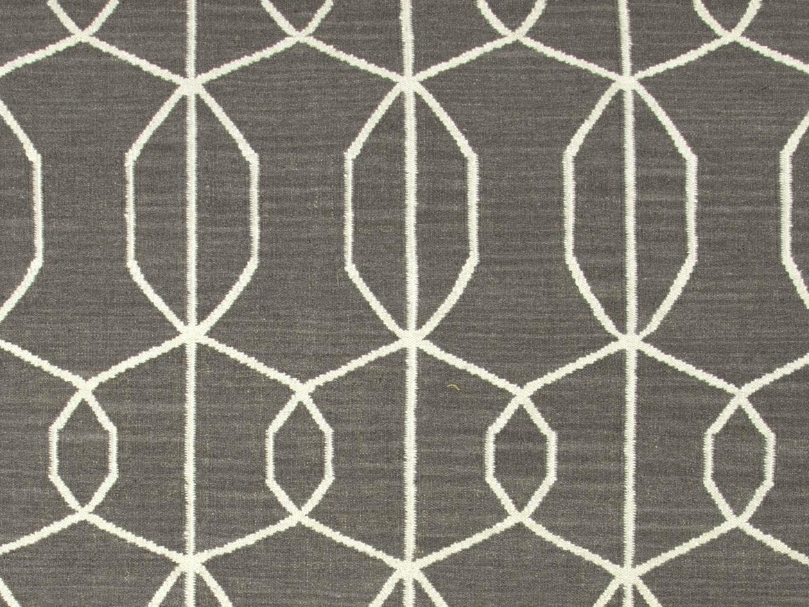 Geometric pattern rug roselawnlutheran for Geometric pattern area rugs