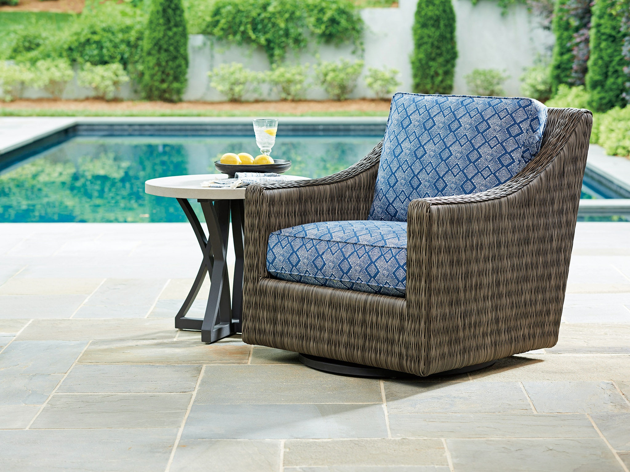 Tommy Bahama Outdoor Living Swivel Glider Lounge Chair 3900 11SG