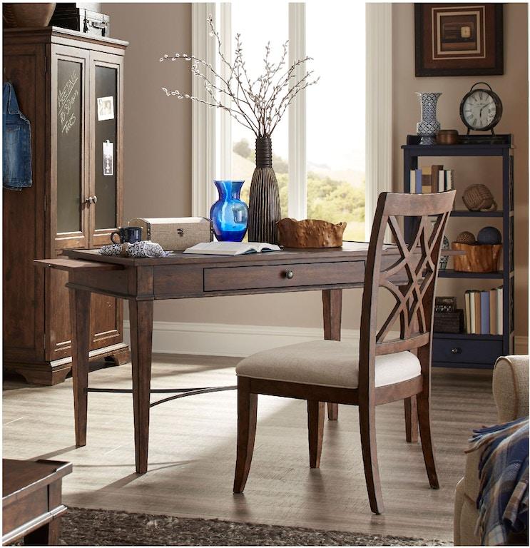 Trisha Yearwood XXXs And OOOs Desk