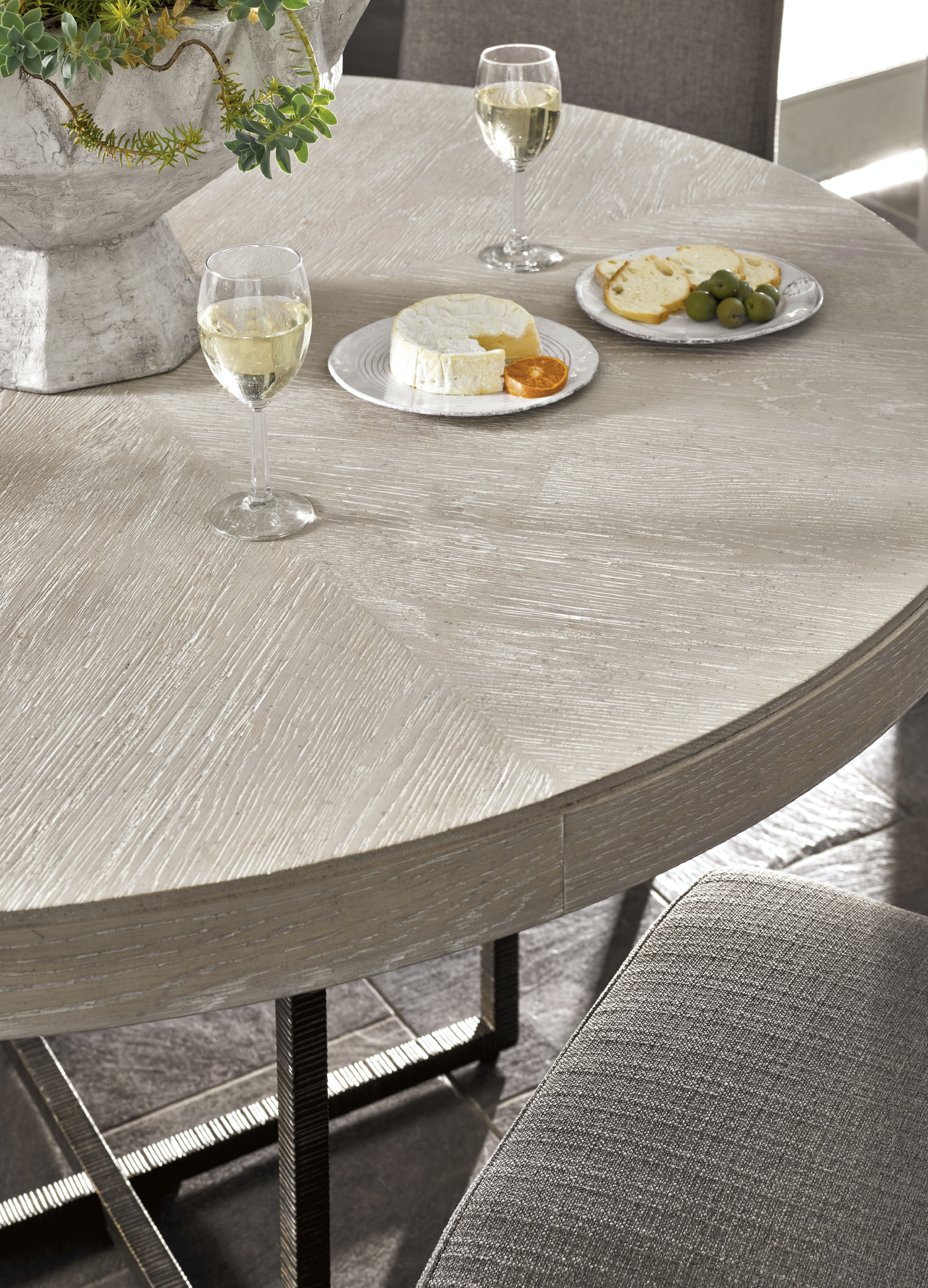 Dining Room Modern Quartz Robards Round Dining Table : 480352d from www.starfurniture.com size 1024 x 768 jpeg 71kB