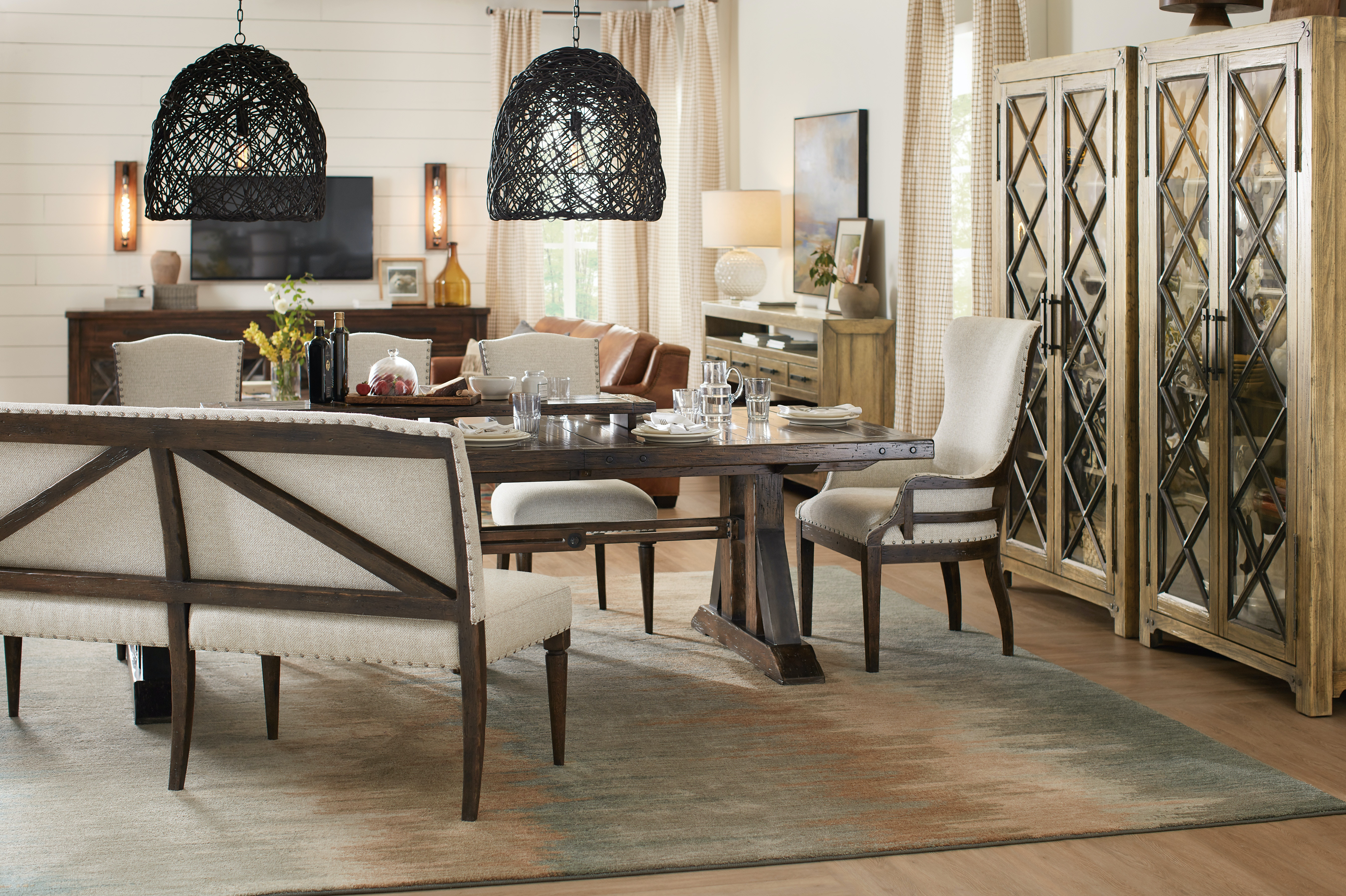 Roslyn County 5 Piece Dining Room Set: Includes Rectangle Table U0026 4 Side  Chairs