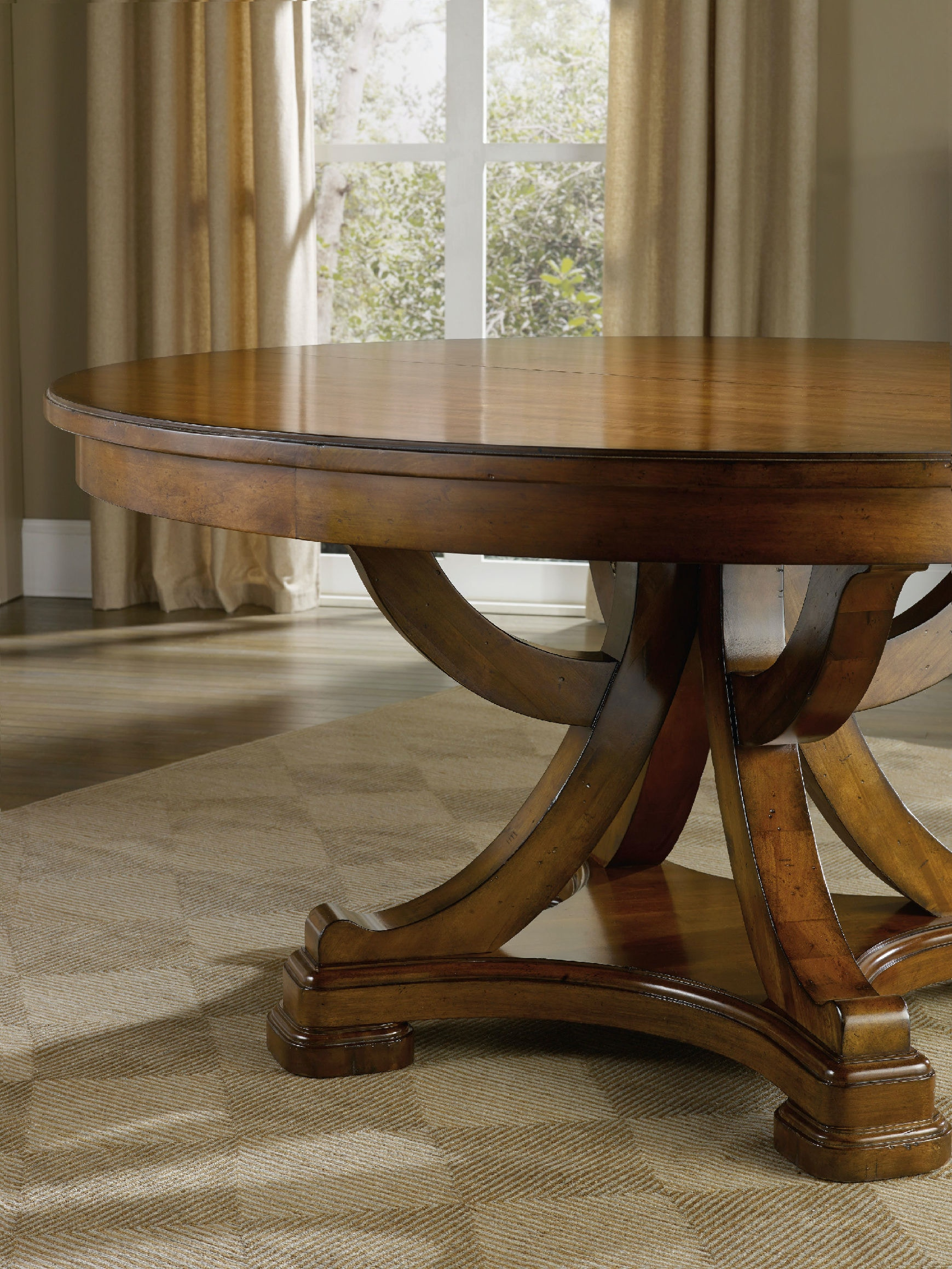Hooker Furniture Tynecastle Round Pedestal Dining Table With One 18 Leaf 5323 75206