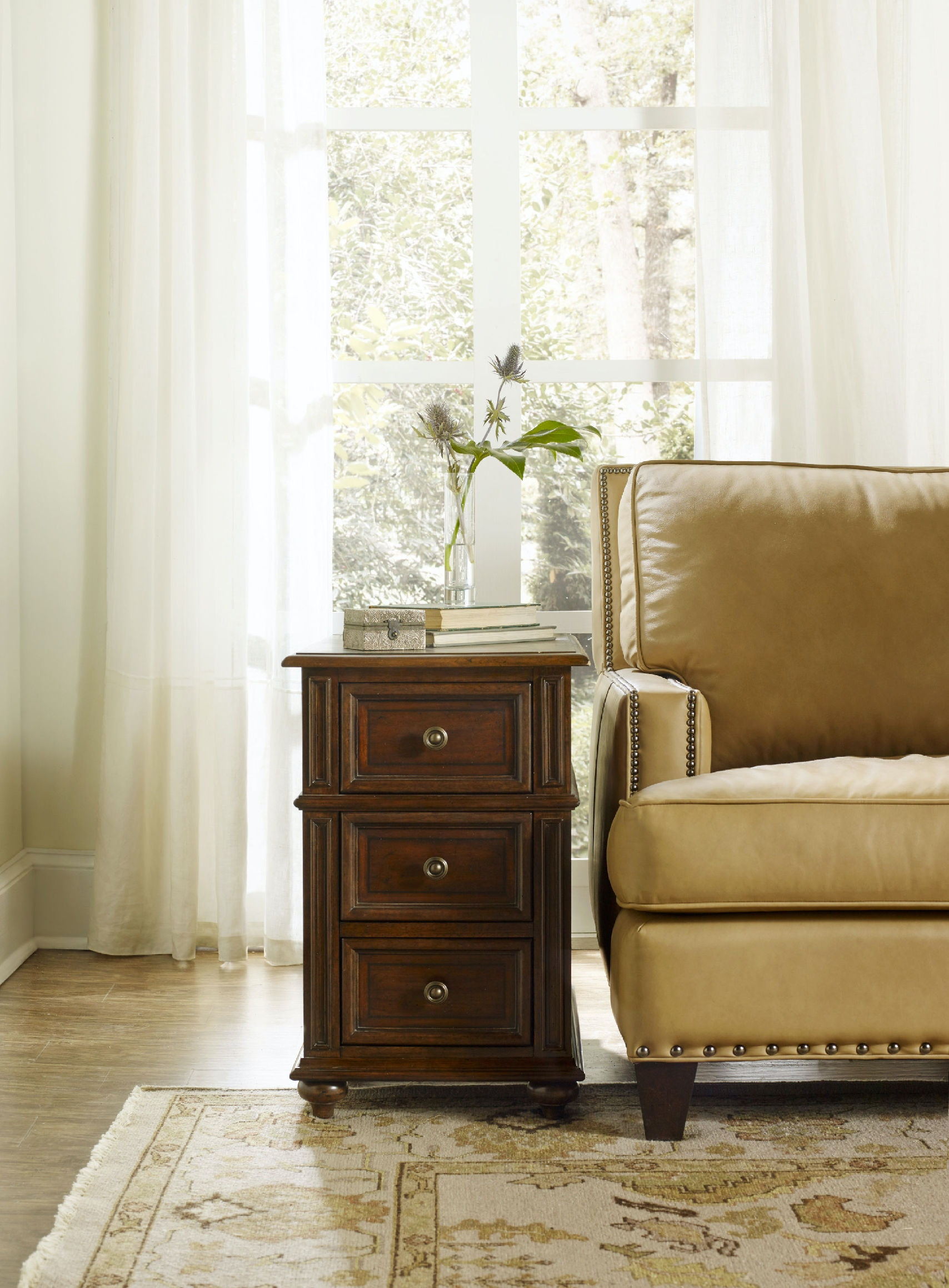Hooker Furniture Leesburg Chairside Chest 5381 80114