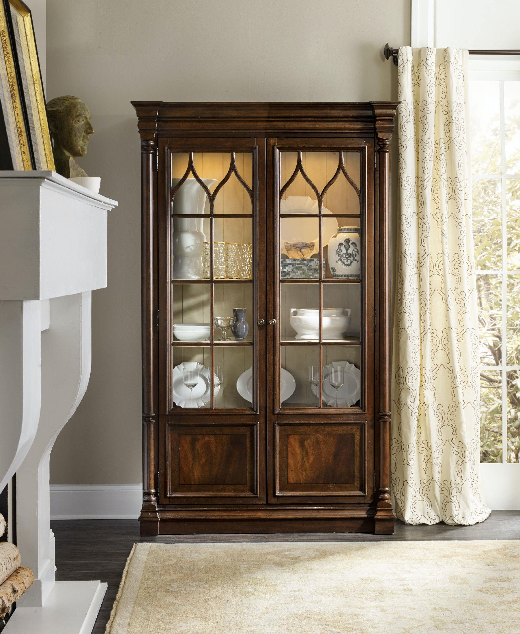 Bon Hooker Furniture Leesburg Display Cabinet 5381 75906