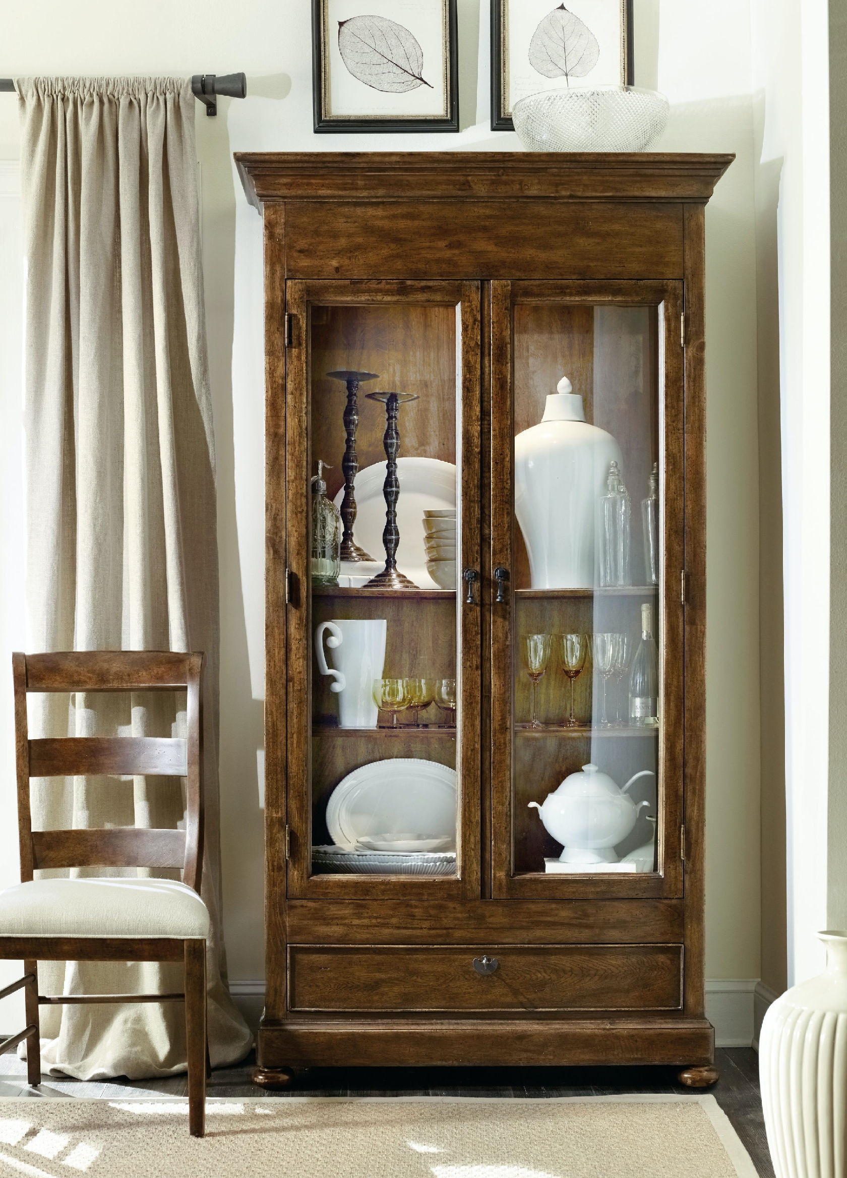 Hooker Furniture Dining Room Archivist Display Cabinet 5447-75908