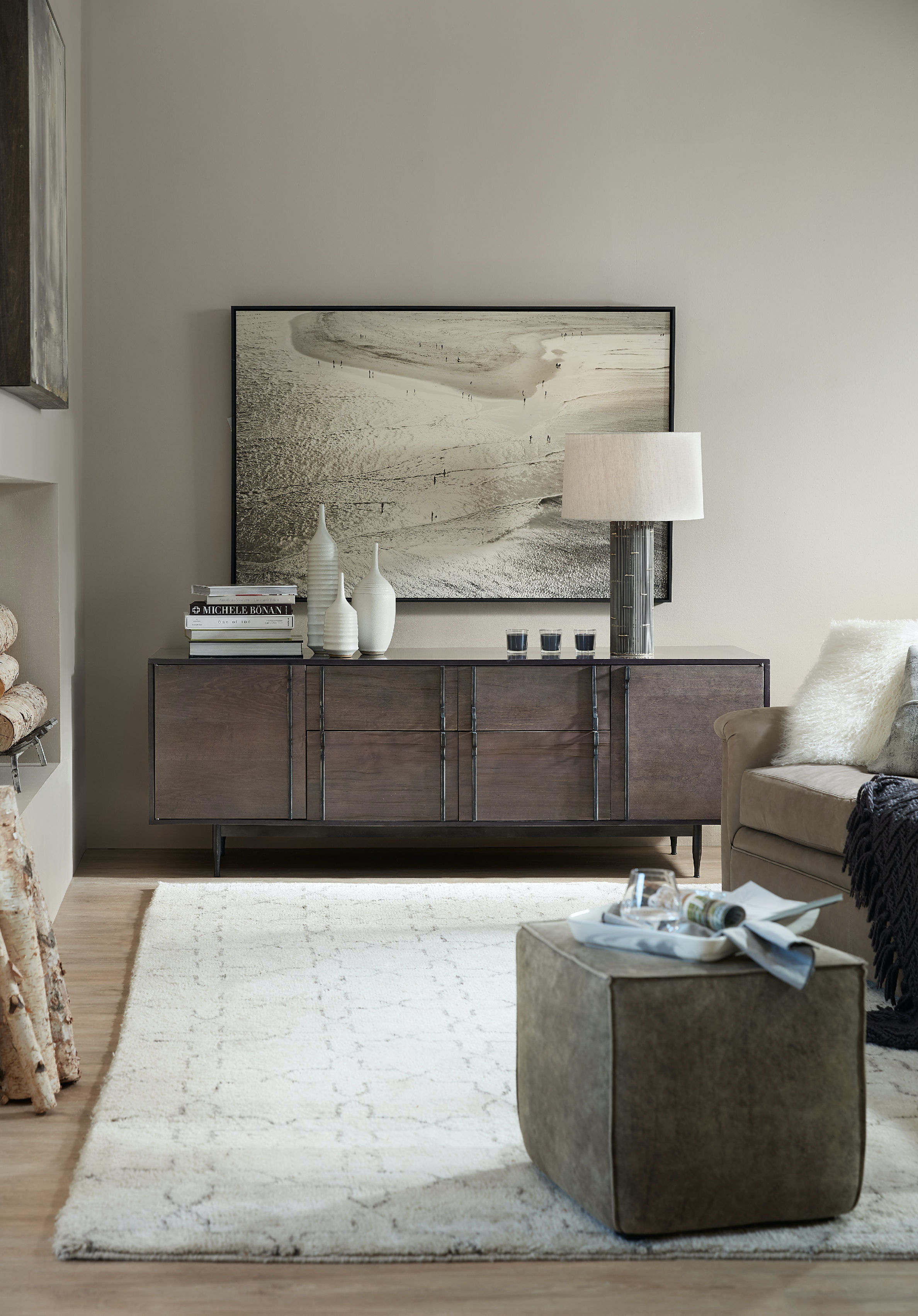 hooker furniture living room wormy maple console 5587 85001 dkw. Black Bedroom Furniture Sets. Home Design Ideas