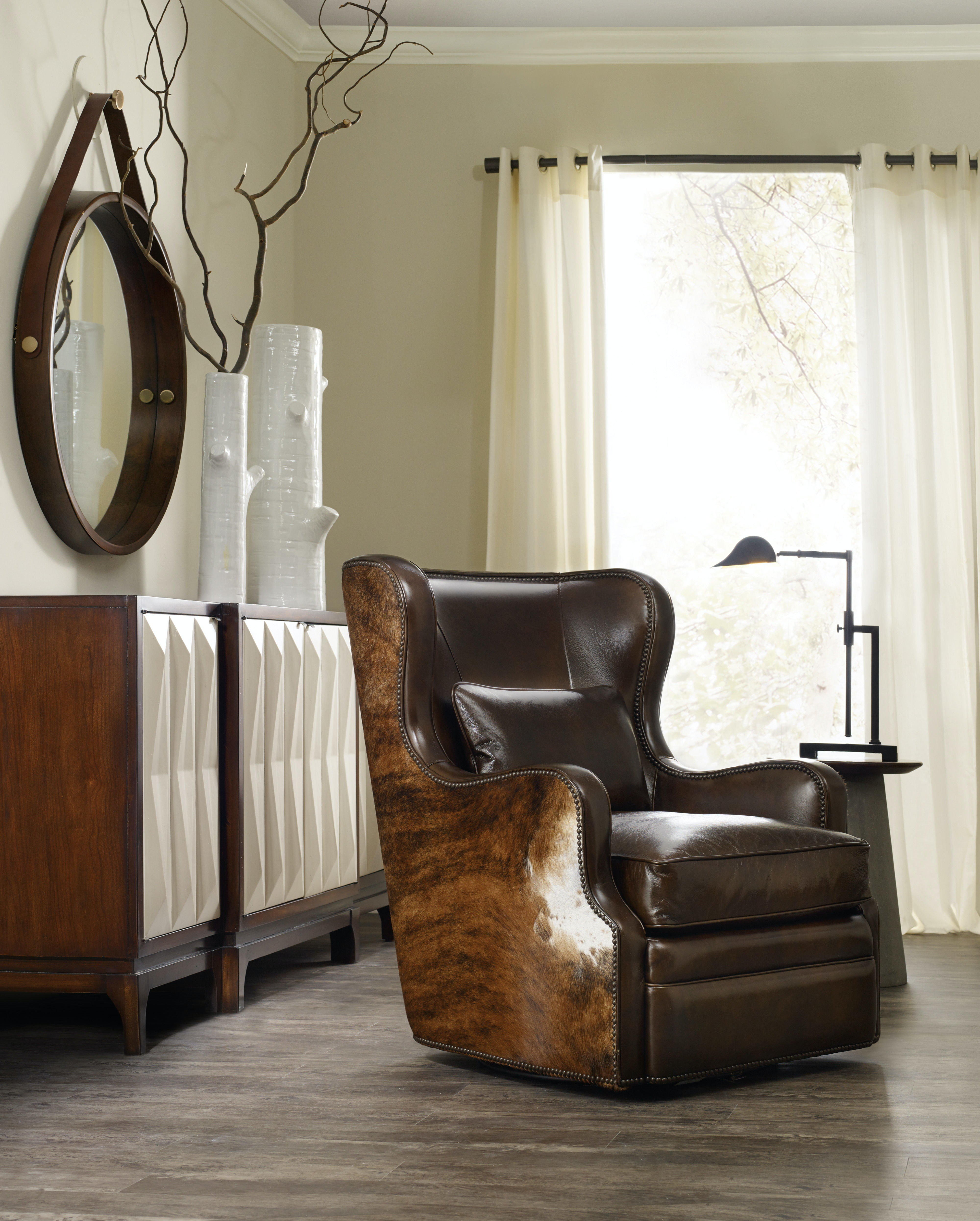 Hooker Furniture Living Room Wellington Swivel Club Chair CC418-SW-086