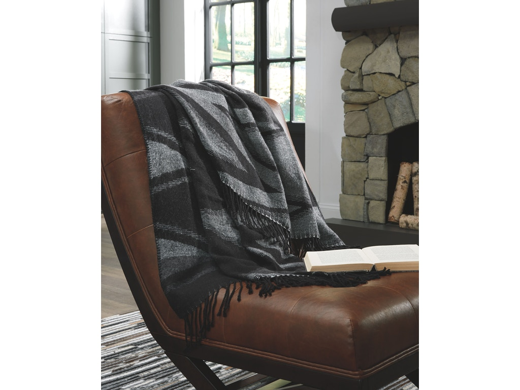 Signature Design By Ashley Bedroom Throw 3 Cs A1000552 New Look Furniture Lake Charles La