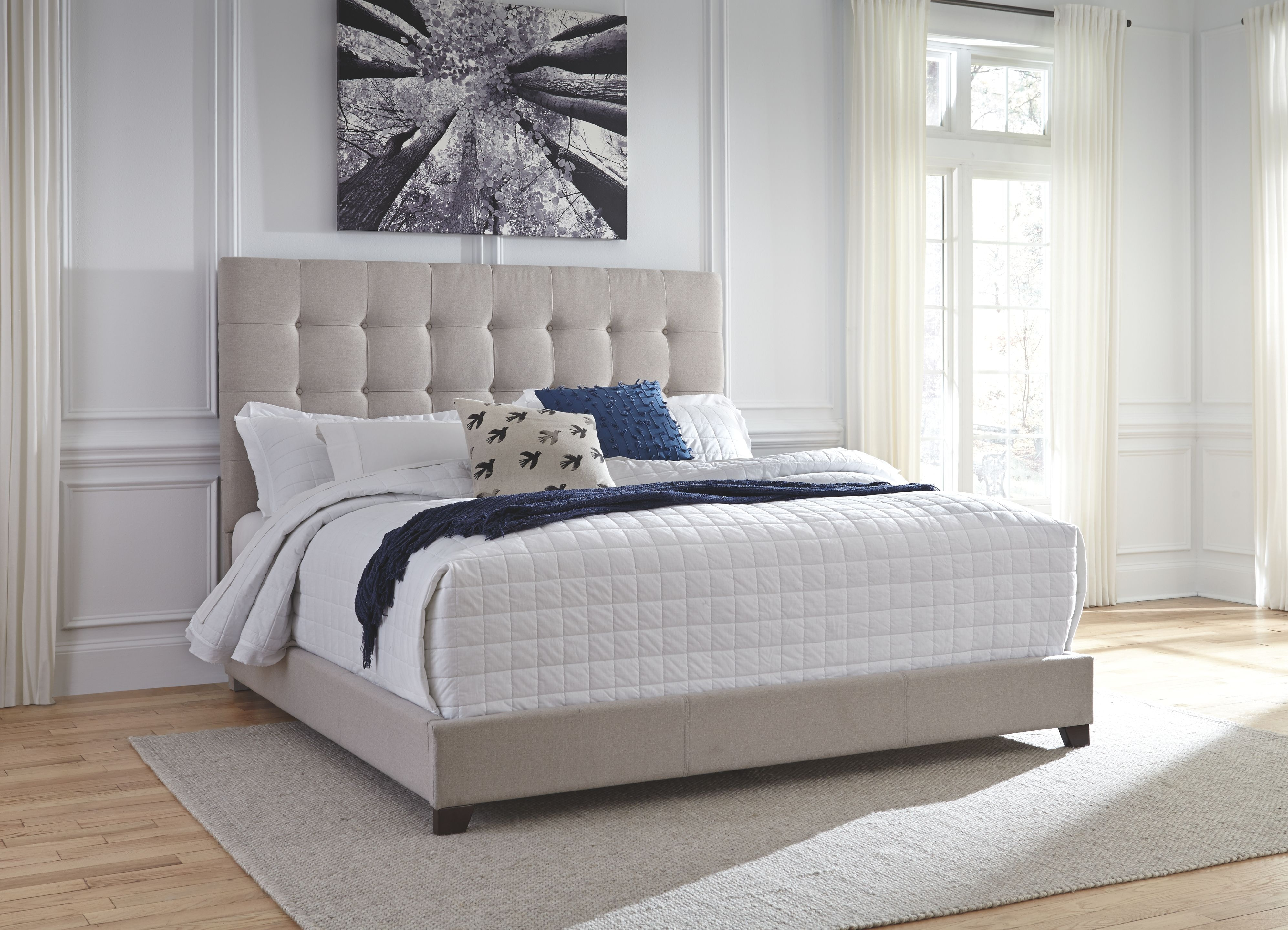 Signature Design By Ashley Bedroom Queen Upholstered Bed