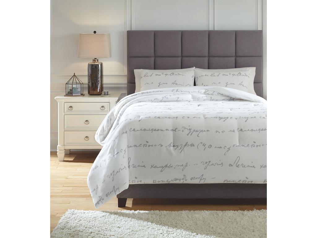 Signature Design By Ashley Bedroom Queen Comforter Set