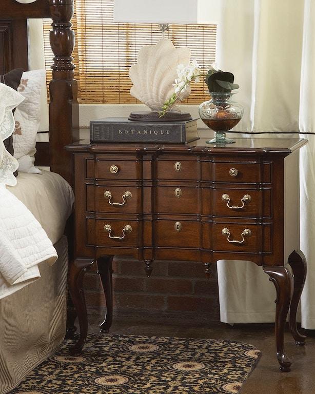 Fine Furniture Design Bedroom Suffolk Lowboy 1020-114