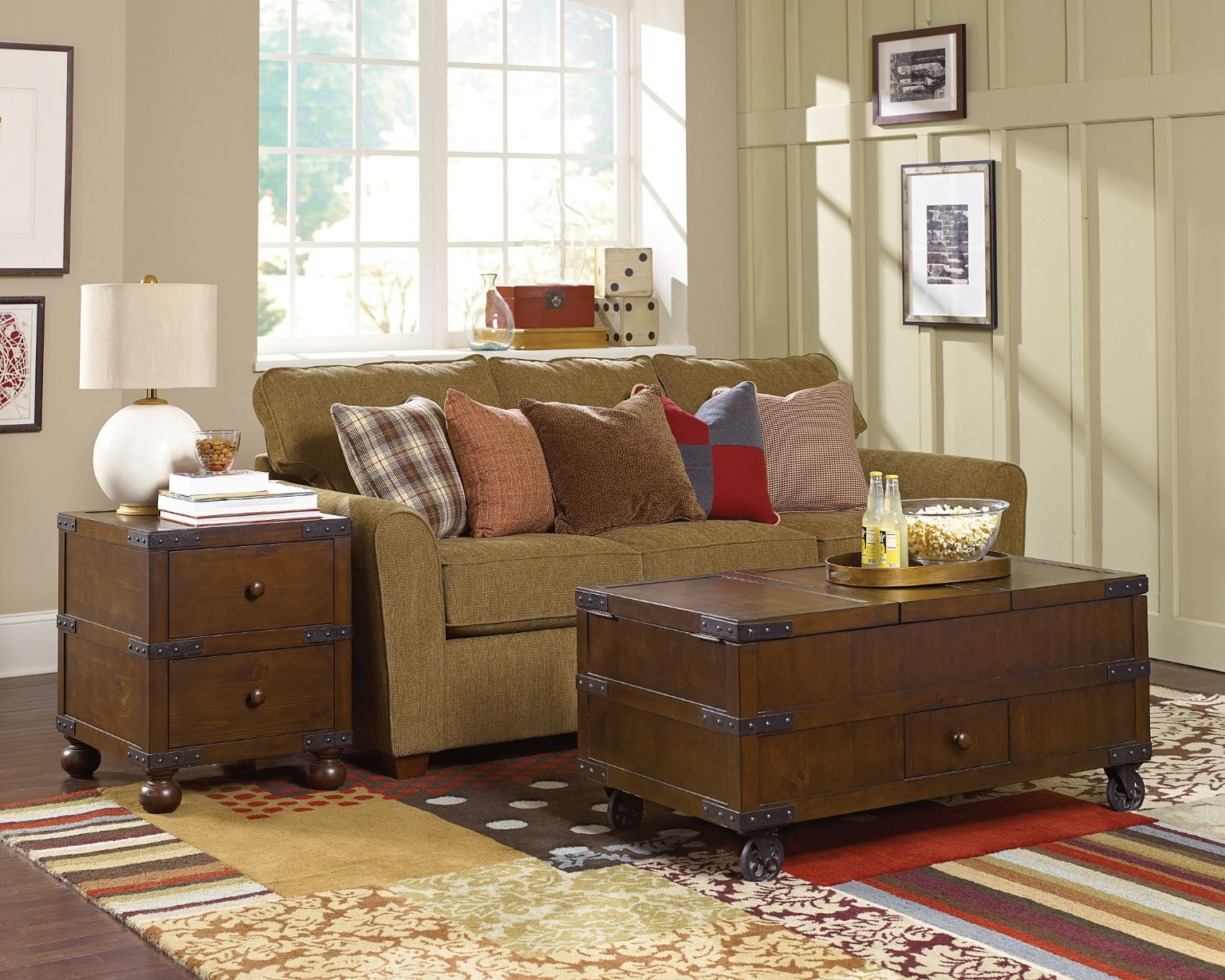 Hammary Trunk End Table 090 521