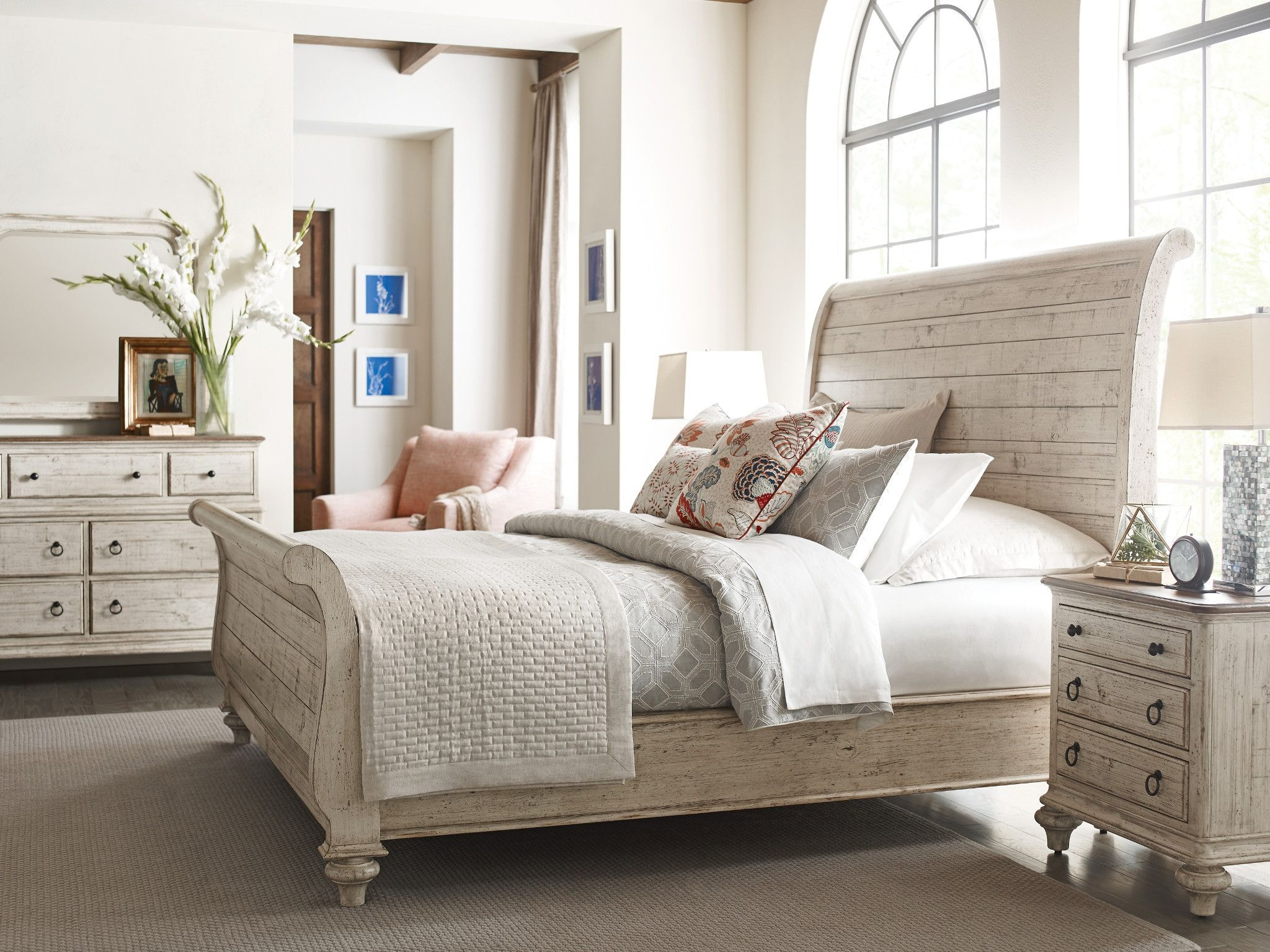 Kincaid Furniture Bedroom Lynton Sleigh King Bed Complete 75 152p