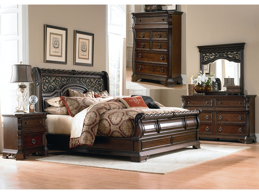 Liberty Furniture Bedroom Queen Sleigh Bed Dresser And