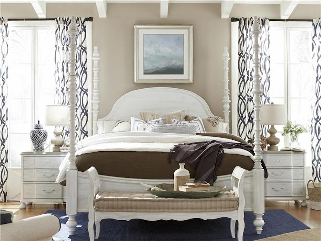 Universal Bedroom The Dogwood Queen Bed