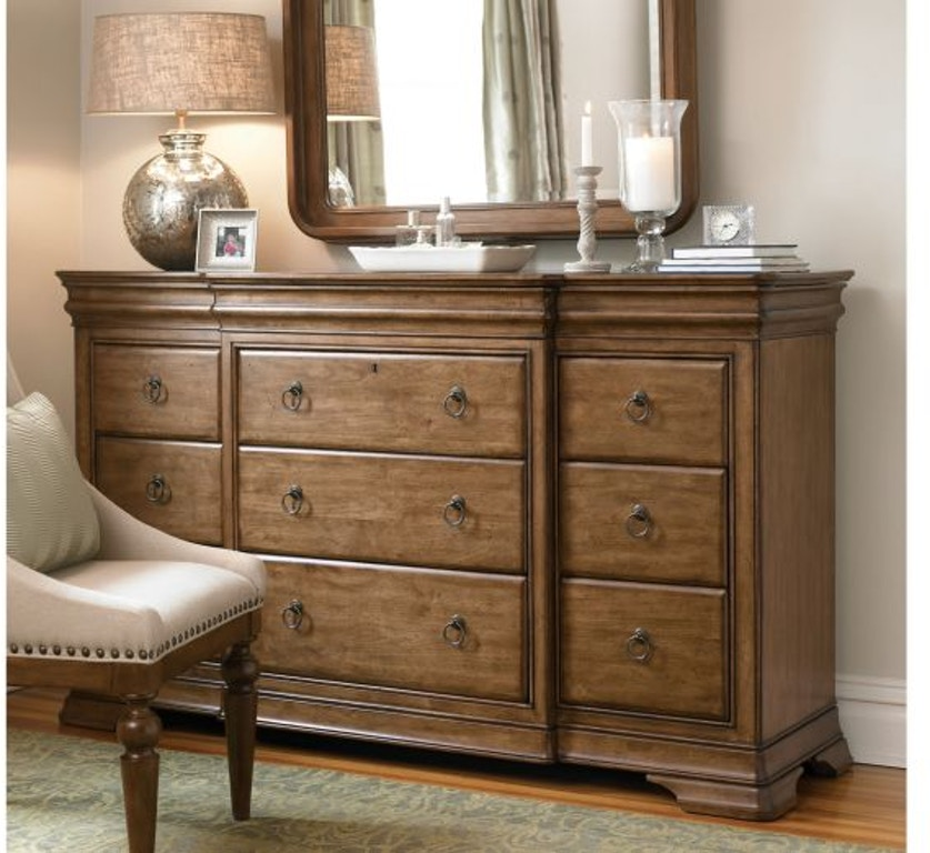Universal Furniture Bedroom Drawer Dresser 071040
