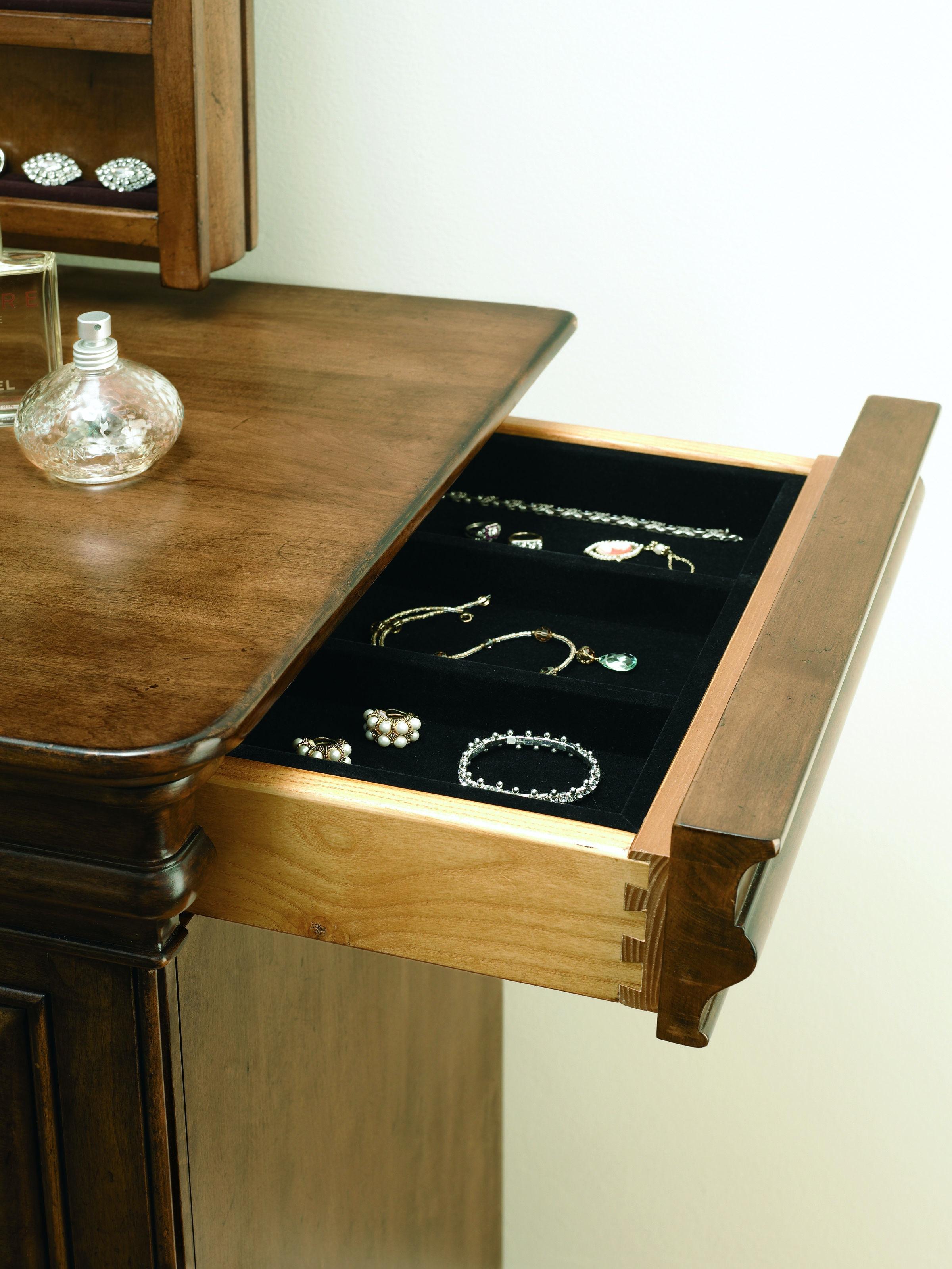 Universal Furniture Bedroom Drawer Dresser 071040