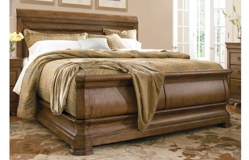 Picture of: Universal Furniture Bedroom Louie P S Queen Sleigh Bed 07175b Carol House Furniture Maryland