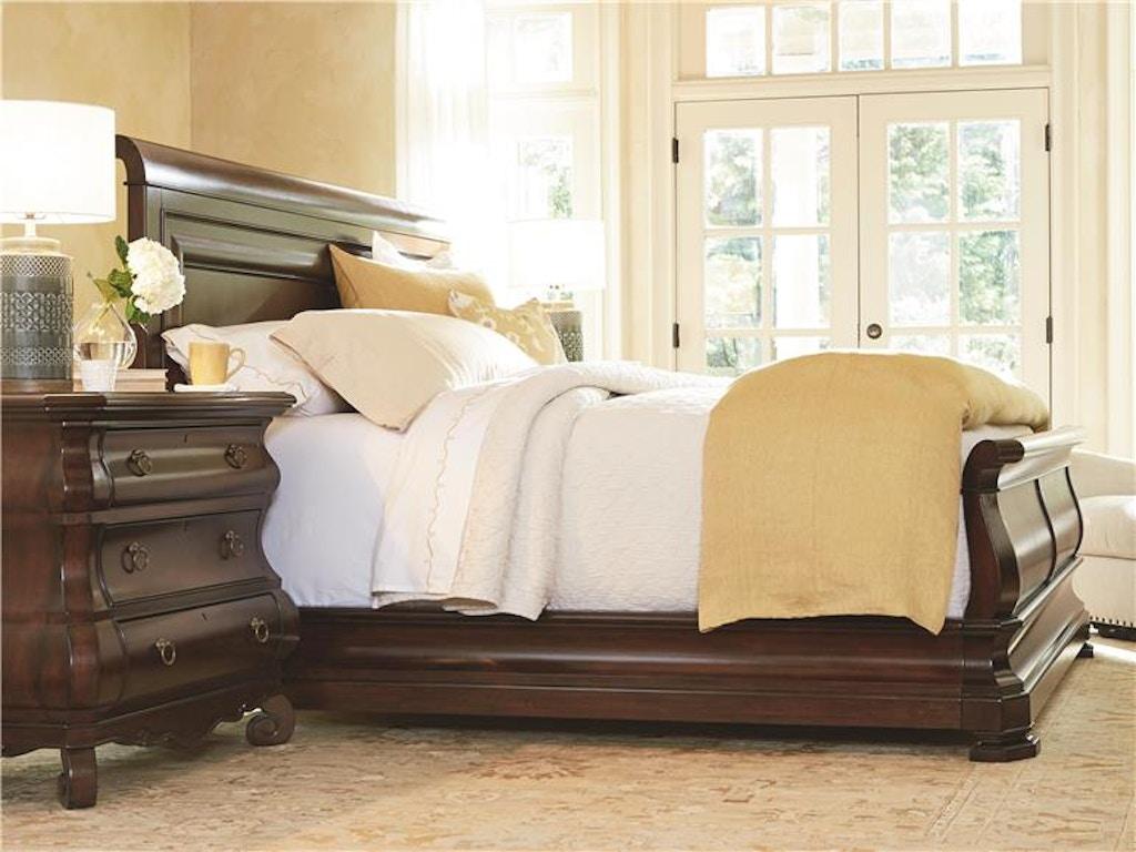 Universal Furniture Bedroom Queen Sleigh Bed 58175b