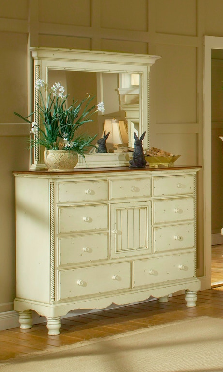 Hillsdale Furniture Bedroom Wilshire Mule Chest 1172-787 ...