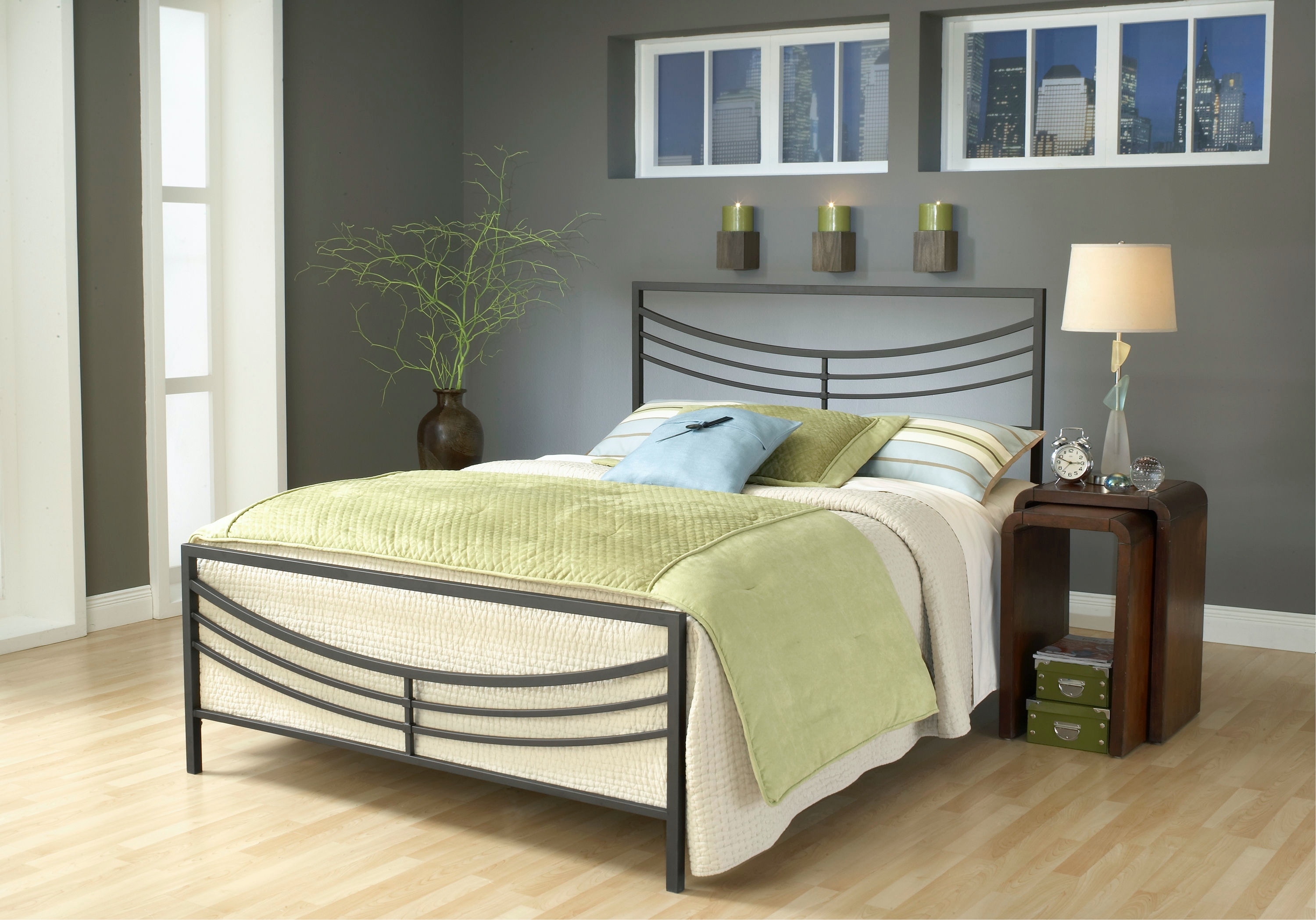 Hillsdale Furniture Kingston Bed Set   Queen   With Rails 1503BQR