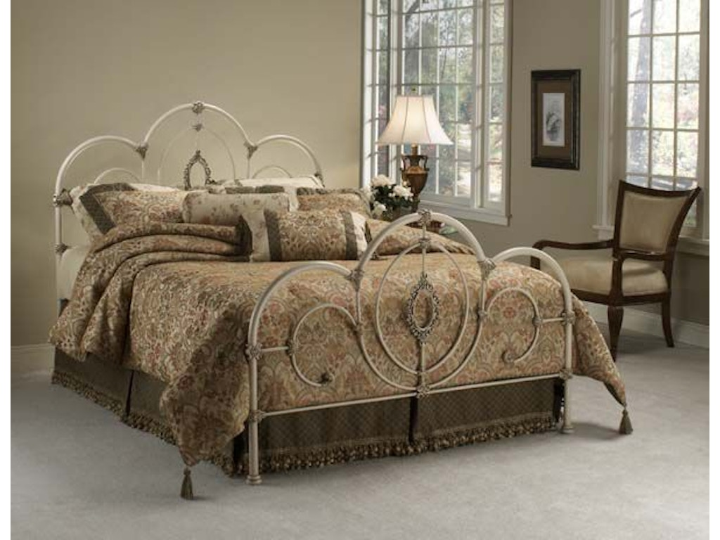 Victoria bed set queen rails not included hil1310500 for Walter e smithe dining room sets
