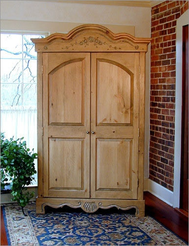 Southern Craftsmenu0027s Guild Country French Armoire 3632