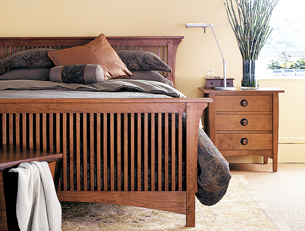 Cal King Mission Spindle Low Ftbd Bed