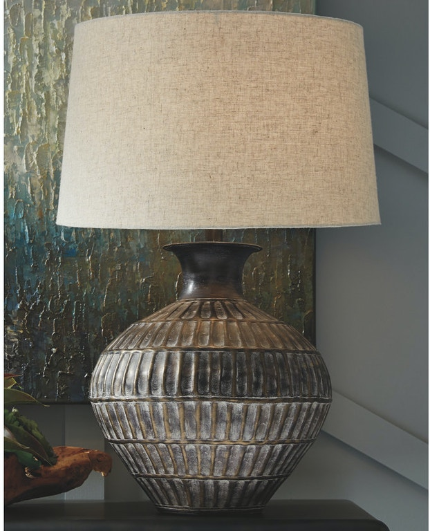 Ashley Magan Table Lamp L207354