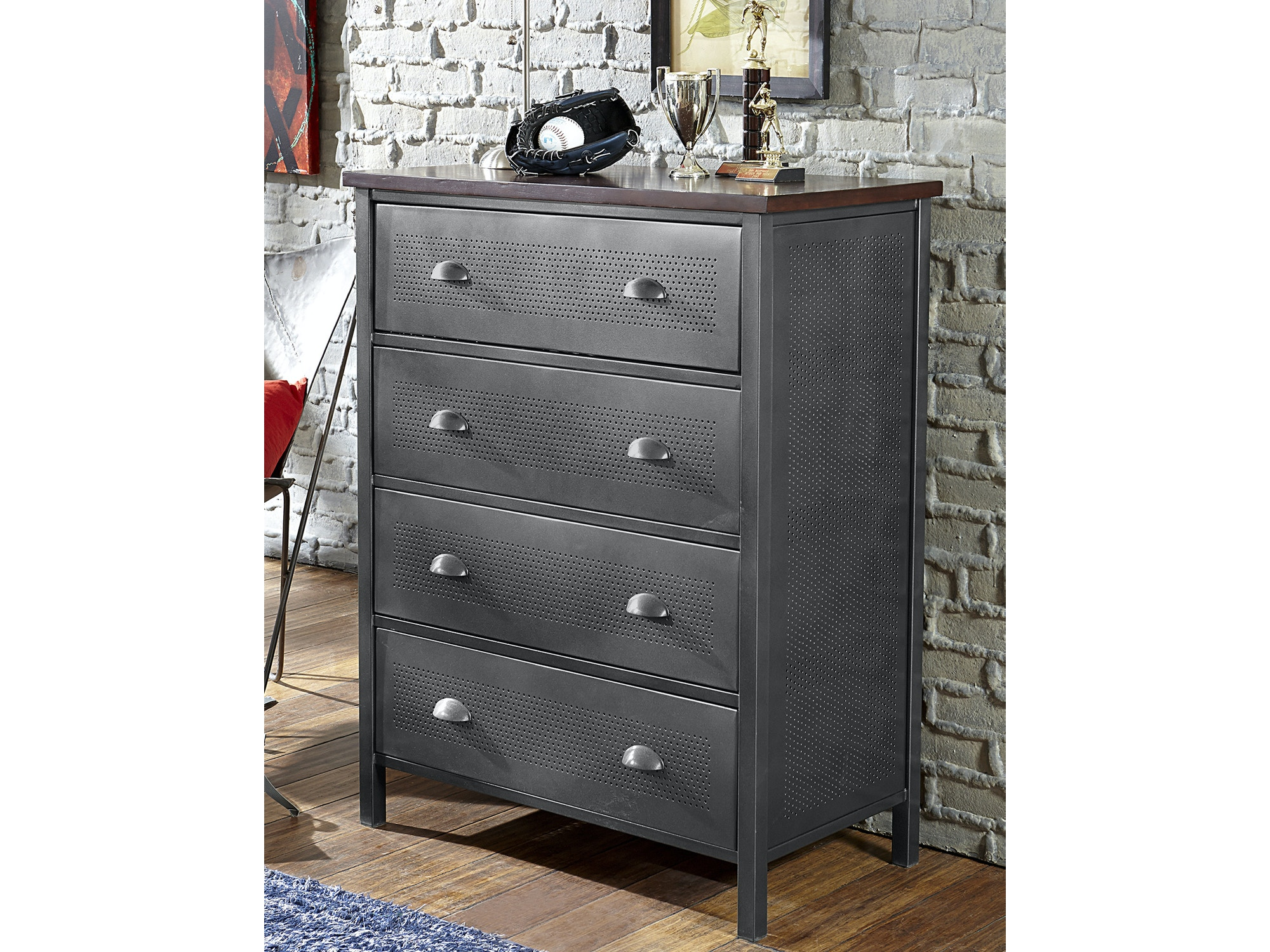 Urban Quarters Chest 053047