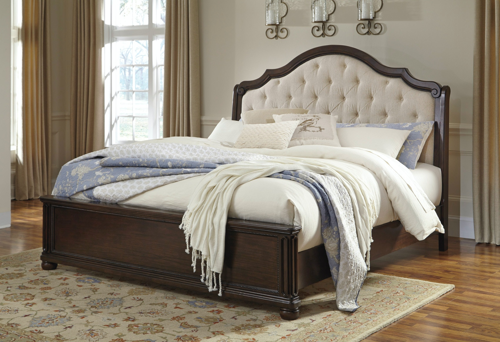 Signature Design by Ashley Moluxy Bedroom Group Queen
