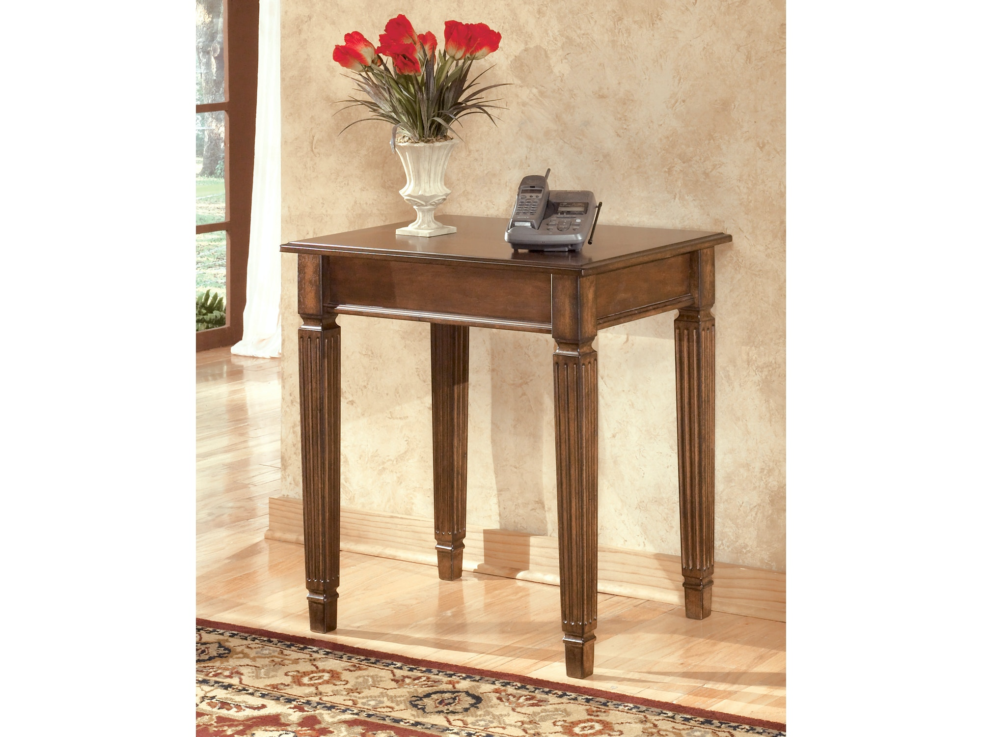 Hamlyn Corner Table 840072