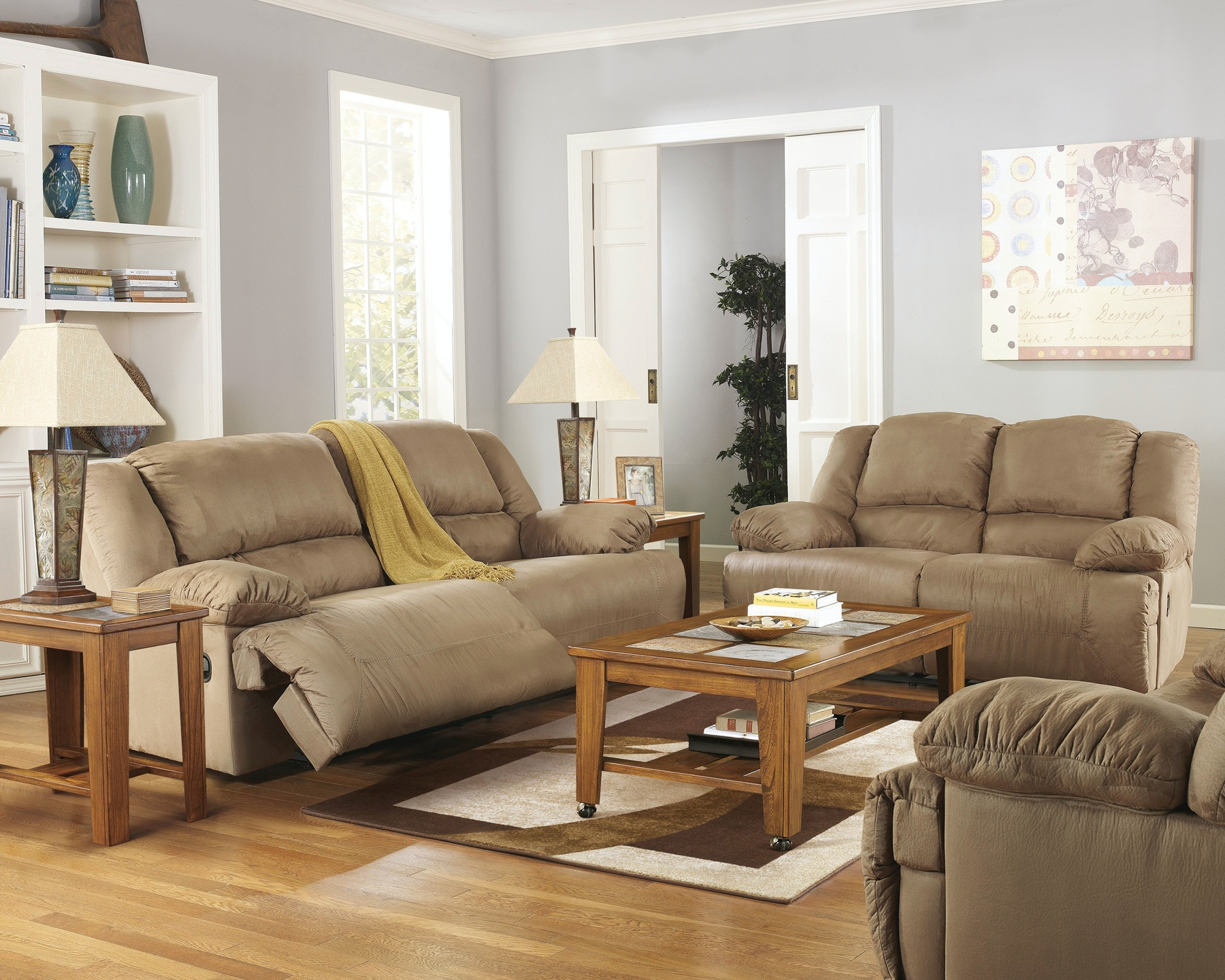 Signature Design by Ashley Living Room Hogan Reclining Sofa Z