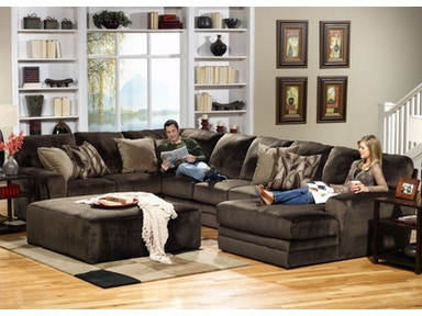 Everest Right Chaise Sectional, Ottoman Free