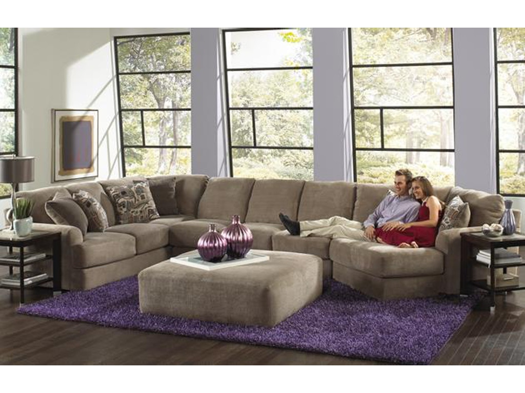 Malibu Sectional In Taupe W Piano Wedge