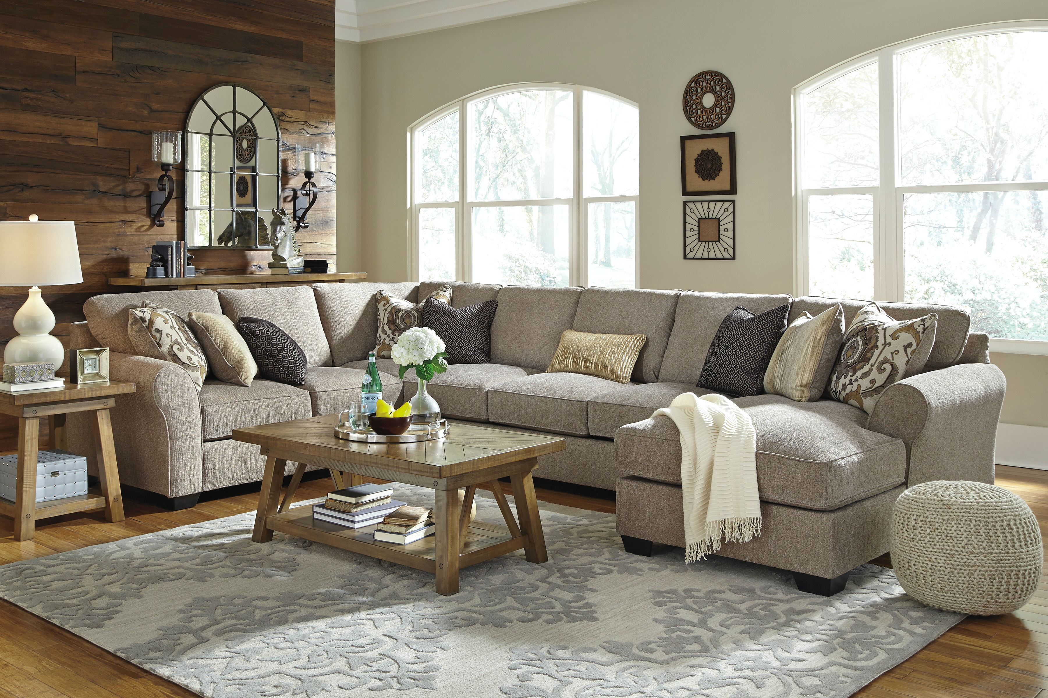 Signature Design by Ashley Living Room 5pc Right Chaise Sectional