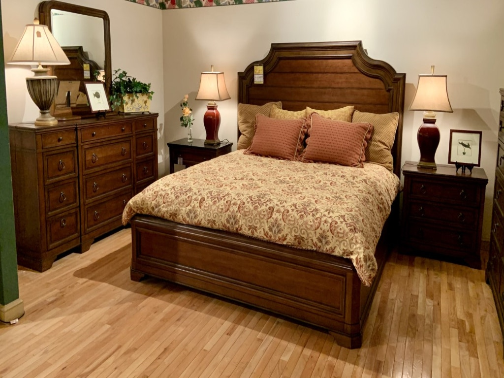 Universal Furniture Tranditions Ardmore 6 Pc King Size Bedroom Set