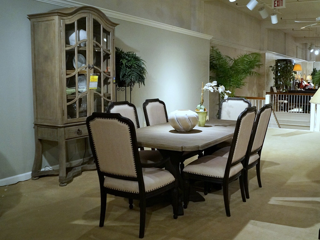 Hooker Furniture 8 Pc. Corsica Dining Room Set
